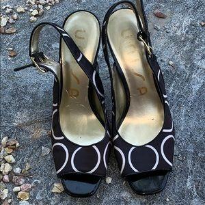 Unisa white black open toe sandal heel shoe 8.5